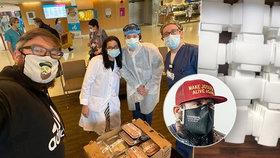 Newyorský influencer: Nemocnice praskají ve švech, koronavirus tu zastavil život! Z Prahy přes Atlantik odešlo přes 150 kilo pomoci
