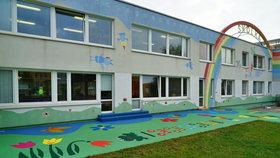 Koronavirus ohrozil znovuotevření školky na Chodově: Nákaza se potvrdila u jedné z učitelek!