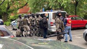 Velké manévry v Kobylisích: Do bytu psychicky nemocného muže naběhla zásahovka! Není to poprvé
