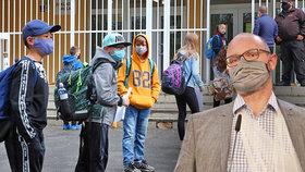 """Plaga odvrací kritiku za zmatky u škol. """"Stavíte veřejnost proti učitelům,"""" tvrdí kantoři"""