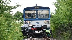 Srážka vlaku a automobilu na přejezdu u Sobotky! Provoz na trati byl přerušen