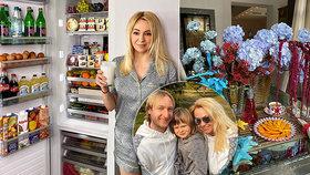 Luxusní obžerství Pljuščenkovy ženy: Květiny sladěné se snídaní a honosný servis!