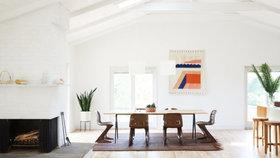 Z retro bungalovu je minimalistické bydlení v přímořském stylu