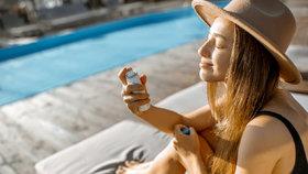 Hydratační mlhy a vody ve spreji: Proč je během léta rozhodně potřebujete?