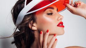 Užijte si léto s novou rtěnkou! Která vydrží i ten nejvášnivější polibek?