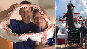 Životní úlovek třináctiletého rybáře: Chlapec z moře vytáhl 380kilového žraloka!