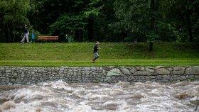 Obrovské neštěstí! Osm školáků se utopilo, děti skočily do řeky na pomoc kamarádovi