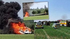 Vrtulník se dvěma osobami se zřítil na pole: Shořel jak otep slámy!