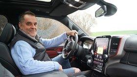 MIROSLAV ETZLER: V autě se za mnou otáčejí zralé ženy i mladé holky