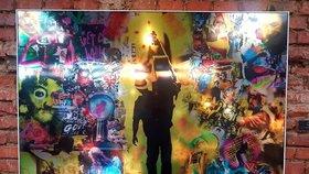 Jinotajný svět Jiřího Machta2 ve Vnitroblocku: Zdi holešovické kavárny zdobí 20 fotografických koláží
