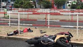 Šílená nehoda v Krči: Motorkář smetl chodkyni (30)! Oba jsou ve vážném stavu