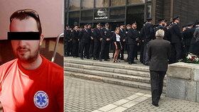 Pohřeb zabitého policisty Pavla (†31): Zůstaň se mnou!, znělo smutečním sálem