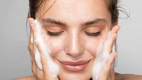 Čisticí gely a pěny pro všechny typy pleti: Díky kterým bude vaše pleť dokonale čistá?