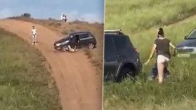 """Ruské """"sáňky samochodky"""" na čtyřech kolech? Splašená fabia přejela řidiče a kosila stany!"""