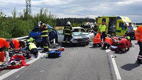 Vážná nehoda na Mladoboleslavsku: Šest zraněných, z toho dva kojenci! O kus dál boural další vůz