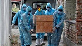 """Koronavirus není jen """"rýmička"""". Zabíjí šestkrát více než chřipka, potvrdili vědci"""