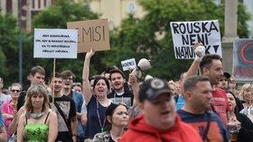 """Naštvaní umělci chystají kvůli omezením žalobu: Lenku koronavirus """"zasáhl"""" dvakrát"""