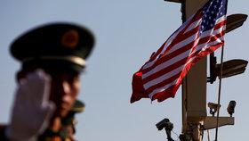 """Čína reaguje na """"nerozumné jednání"""" USA: Uzavírá konzulát a dál mluví o provokaci"""