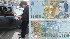 Falešné zlato a neplatné bankovky: Podvodníci už zase křižují české silnice a vábí naivky