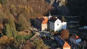 Karlštejnsko není jenom hrad Karlštejn. Co dalšího v regionu navštívit?