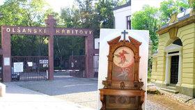 Hrobka za cenu garsonky. Kulturní památka na Olšanech čeká na nové ostatky