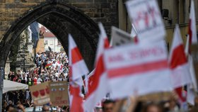"""""""Zastavte násilí!"""" Stovky lidí v Praze podpořily demonstranty v Bělorusku a odsoudily policejní brutalitu"""