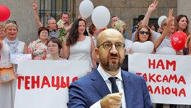 """EU neuznala výsledek voleb v Bělorusku. """"Jsme na vaší straně,"""" vzkazuje demonstrantům"""