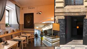 Zaplivaný průchod naproti Národnímu divadlu: Proměnili ho v útulnou kavárnu plnou knih a moderního umění