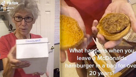Žena vytáhla z krabice 24 let starý hamburger z McDonalds: Vypadá jako pár dní starý