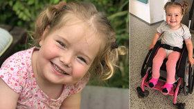 Adélka se narodila s rozštěpem páteře: Rozchodí se jen díky nákladným rehabilitacím