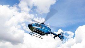 Malá cyklistka (8) si na Kladensku probodla řídítky nohu: Musel pro ni vrtulník