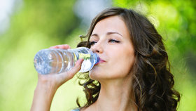 Pít, či nepít minerálky denně? Vše důležité, co byste měli o nich vědět