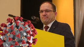 Vdovec Výborný má koronavirus. Tátu tří dětí trápí rýma, na testy čekají další lidovci