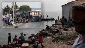 Migranti z vyhořelého tábora skončí ve stanech. Na přesun uprchlíků dohlíží policie