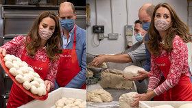 Vévodkyně, nebo Popelka? Kate ušmudlaná od mouky vypomáhala v pekárně!
