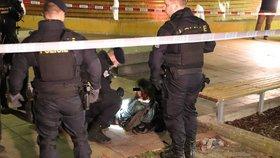 Krvavá potyčka ve Vršovicích! Pobodaný muž (32) skončil v nemocnici, útočníka policie zadržela