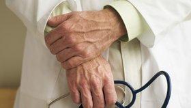 Lékař v Ostravě vydělával na pacientech s rakovinou: Nechával si jejich léky
