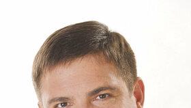 Karel Březina (exministr a náměstek primátora za ČSSD)  Často podle některých zdrojů jedná s Tomanem, který je sice už jen podnikatel, ale na magistrát za ním přesto chodí. Stýká se ale i s lidmi z blízkého okolí Tomanova kamaráda – lobbisty Janouška. Březina má s Metrostavem vyjednávat slevy, což je zatím ubohých 350 milionů.