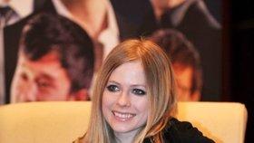 Tady vypadá Avril jako nevinný andílek.