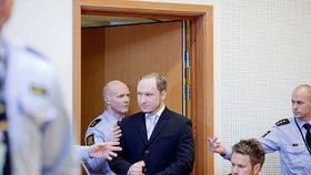Breivik poprvé dovolil focení v soudní síni.