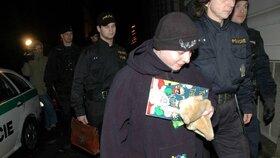 Když se v lednu 2008 vrátila Škrlová z Norska do Brna, držela v náručí plyšáka a dětskou knížku.