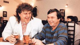 Bývalý vekslák Ivan Jonák se na začátku devadesátých let rád ukazoval se známými lidmi, třeba s hercem Romanem Skamene