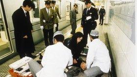 Smrtonosný útok v tokijském metru zabil 12 lidí, dalších 5 tisíc přiotrávil