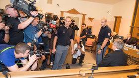 Soudní stání je středem pozornosti veřejnosti i médií
