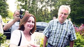 Miloš Zeman si připíjí s druhou manželkou Ivanou
