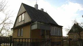 Dům stařenky, kterou Michal Semanský oloupil a zamkl ve skříni, v níž se žena udusila