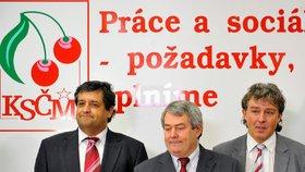 KSČM těží z volebního úspěchu v krajských volbách - zleva Petr Šimůnek, Vojtěch Filip, Jiří Dolejš.