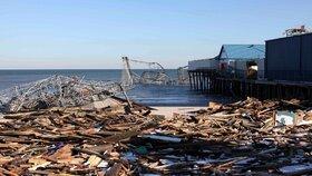 Hurikán Sandy bral, domy, lodě, i horskou dráhu