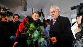 Miloš Zeman na Národní třídě v listopadu 2012. Tehdy ještě prezidentem nebyl.