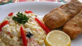 Bramborový salát, smažený kapr nebo řízek - to jsou tradice vánočního stolu